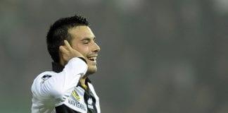 Nicola Sansone esulta per la vittoria contro l'Inter