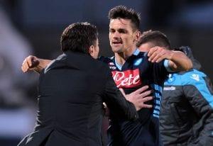 Maggio abbraccia Mazzarri dopo aver sbloccato Siena-Napoli | ©Gabriele Maltinti/Getty Images