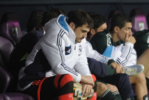 Sconsolato Casillas in panchina © PEDRO ARMESTRE/AFP/Getty Images