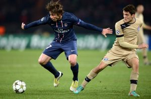Kovacic (a destra) in azione in Champions League contro il Psg © FRANCK FIFE/AFP/Getty Images