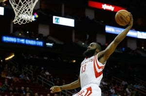 James Harden protagonista nella vittoria dei Rockets | ©Scott Halleran/Getty Images