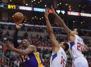 Kobe Bryant segna 38 punti nel derby di Los Angeles ma non basta   ©Harry How/Getty Images