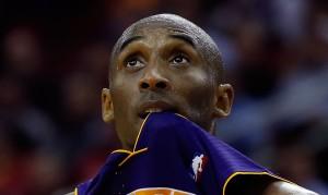 Kobe Bryant non sa più cosa fare per i suoi Lakers | ©Scott Halleran/Getty Images