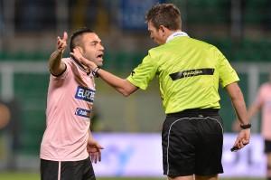 Miccoli a muso duro con Rocchi durante Palermo-Lazio | ©Tullio M. Puglia/Getty Images