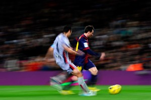 Lionel Messi in azione contro l'Osasuna © David Ramos/Getty Images