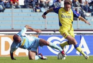 Questo pomeriggio si giocherà Lazio-Chievo. Nella foto un'immagine di una sfida del 2004| © New Press/Stringer / Getty Images