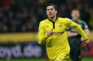 Lewandowski tra United e Bayern © PATRIK STOLLARZ/AFP/Getty Images