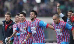Il Catania festeggia la vittoria sul Bologna | ©  Maurizio Lagana/Getty Images