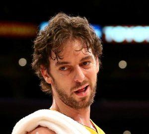 Pau Gasol è determinante  nella vittoria dei Lakers sui Pistons   ©Stephen Dunn/Getty Images