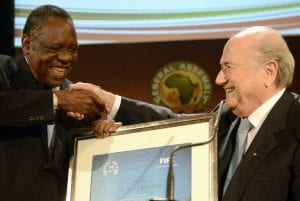 Issa Hayatou insieme a Blatter | ©Getty Images