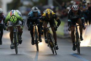 Ciolek brucia Sagan sul traguardo della Milano-Sanremo ©VALERY HACHE/AFP/Getty Images
