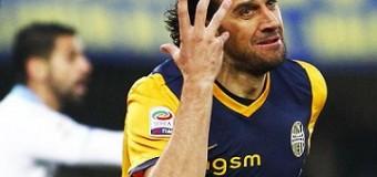 Toni stende il Napoli, Inter fermata sul pari dal Cesena